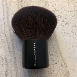 MAC 182 kabuki brush